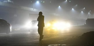smoggy street in delhi